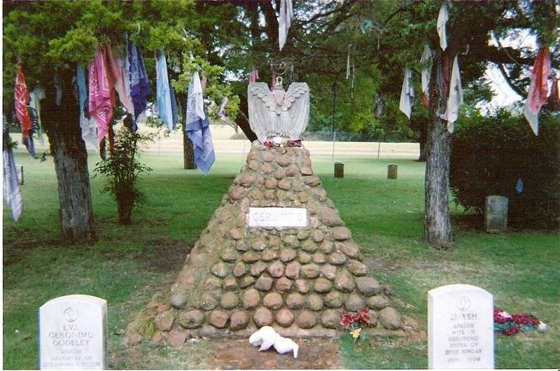 photo from 2005 of Geronimo's grave at Fort Sill